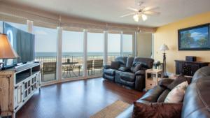 CRB1013 Living Room